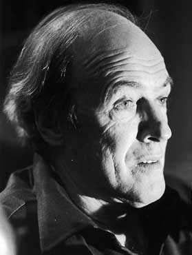 roald dahl brief biography Biography lire en français  he can tell wonderful stories without a single word, but his partnership with roald dahl was made in heaven or somewhere.